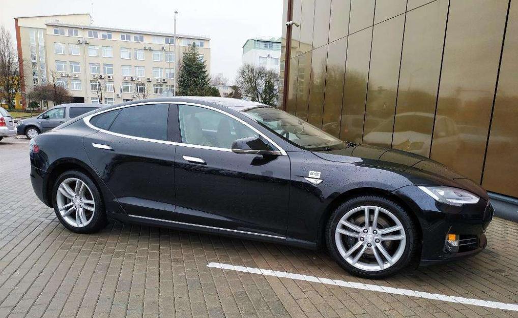 Tesla rent telli