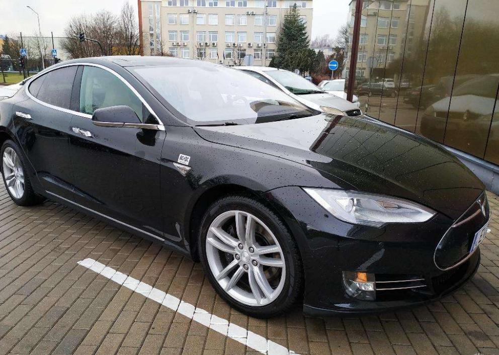 Rent A Tesla >> Tesla Rent Telli Tesla Tesla Model S Elektriauto Rent